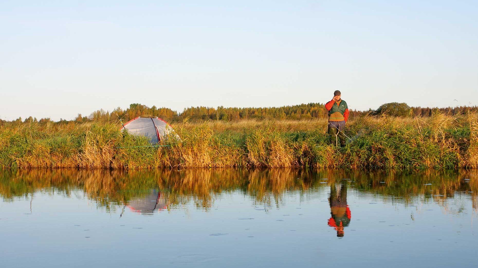 Suur-Emajõe ülemjooks jääb Alam-Pedja looduskaitsealale, kus telkimine ja lõkke tegemine on lubatud üksnes selleks ettevalmistatud ja tähistatud kohtades. Foto: Ralf Mae